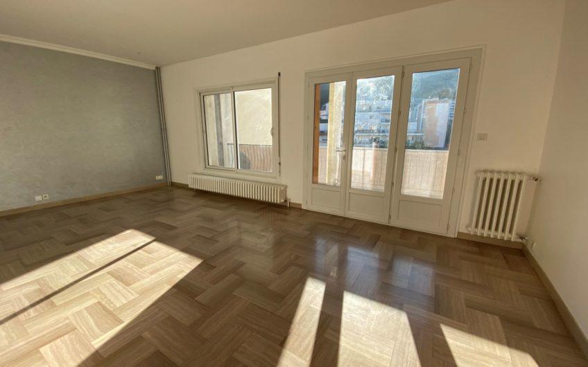 BEL APPARTEMENT T4 DE 96,42 m² EN CENTRE VILLE AVEC TERRASSE ET CAVE