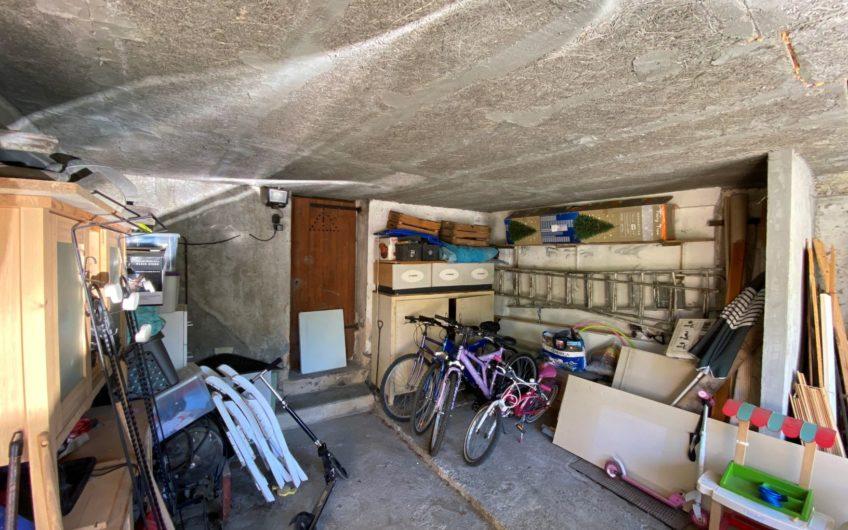 MAISON T6 DE 140 M² AVEC TERRASSE, GARAGE ET COUR + LOCAL COMMERCIAL
